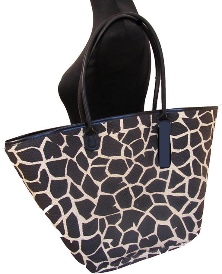 Le Papillon Vert's Giraffe bag. With soft handles, this is a really lightweight bag, ideal for travelling. It is also lined, with pockets inside AND has a zip top! Also available with Leopard Print!