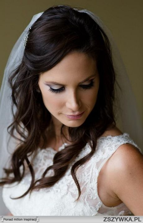 Rozpuszczone włosy na ślub