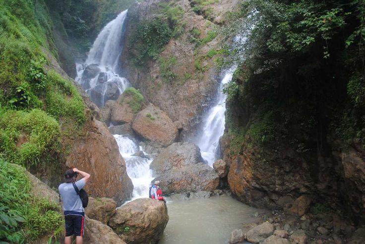 Air Terjun Jurug Kemukus Kemegahan di Tengah Hutan Wonogiri - Jawa Tengah