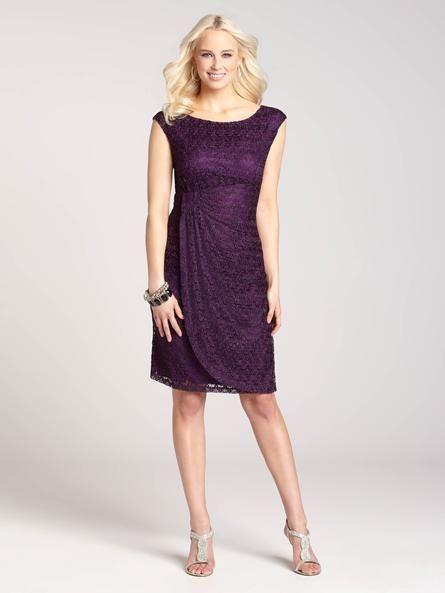 Toute occasion spéciale exige la robe parfaite et celle-ci, d'une teinte pourpre foncé, incarne ce qui se fait de mieux. Sa fronce latérale définit votre taille, réunissant dans un même vêtement style et simplicité pour un magnifique look. @ Laura