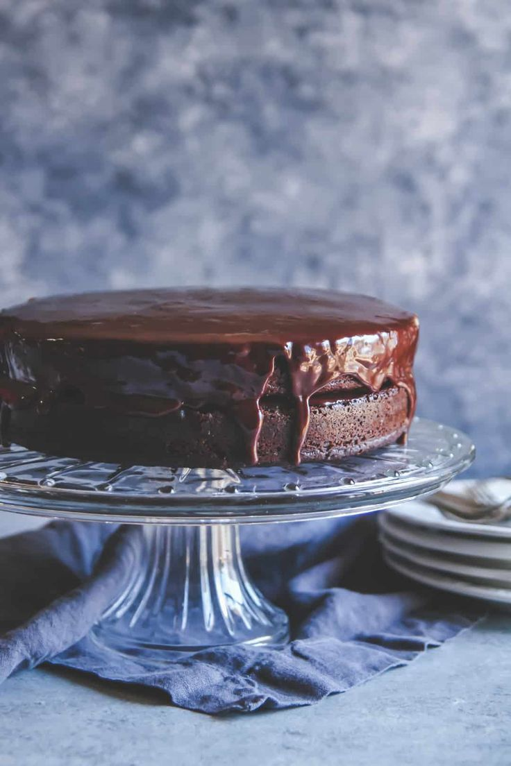 The best chocolate layer cake recipe you'll ever make, chocolate fudge layer cake recipe that is the best ever! The best chocolate layer cake , how to make homemade chocolate cake, frosted chocolate cake, naked chocolate cake with frosting