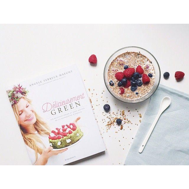 Petit déjeuner avec le granola gluten free de #delicieusementgreen le livre de @laguinguettedangele aux éditions @maraboutcuisine ! Miam miam miam #breakfast #morning #granola #glutenfree #healthy #food #rawsberry #blueberry #vsco #vscocam #maraboutcuisine