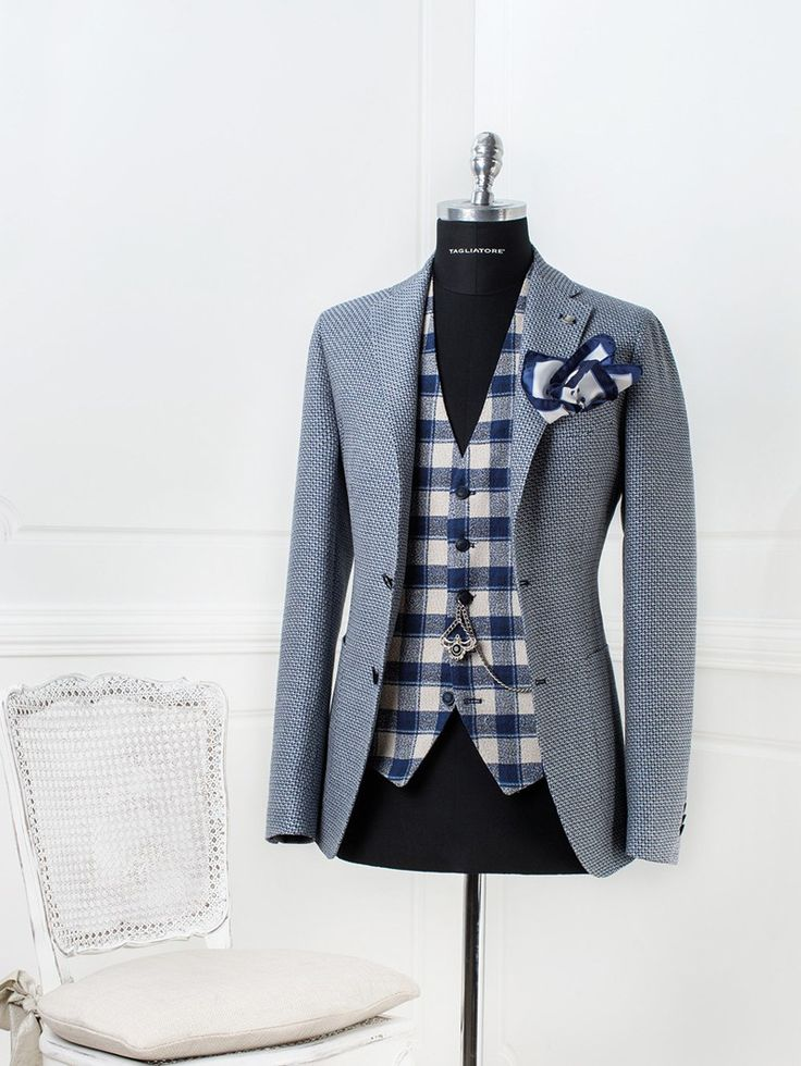Another cool tagliatore suit. And this one I would wear. It's super cool and dapper as f. Color scheme is simple and it has the casual feel of country (birtish) gentleman.