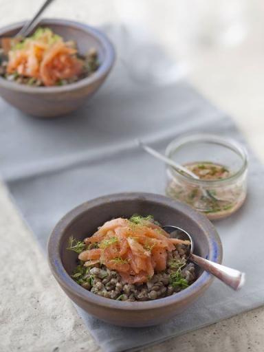 Salade de lentilles au saumon fumé : Recette de Salade de lentilles au saumon fumé - Marmiton