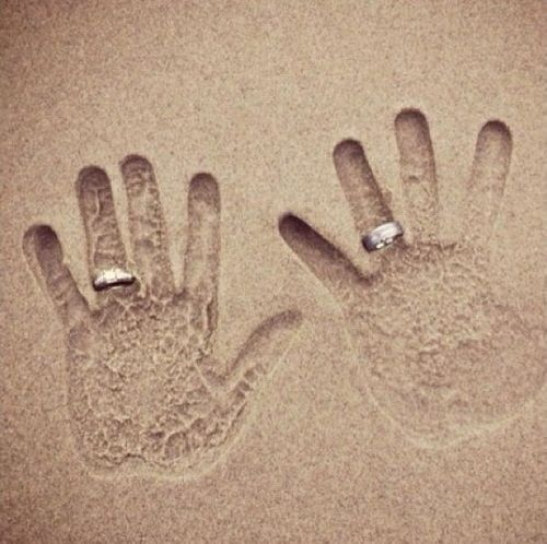 Wedding Rings in the Sand - Keith and I are doing this in Maui next time ... lol