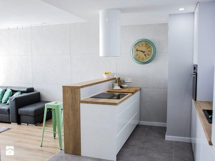 Salon z aneksem kuchennym - Kuchnia, styl skandynawski - zdjęcie od pikadesign
