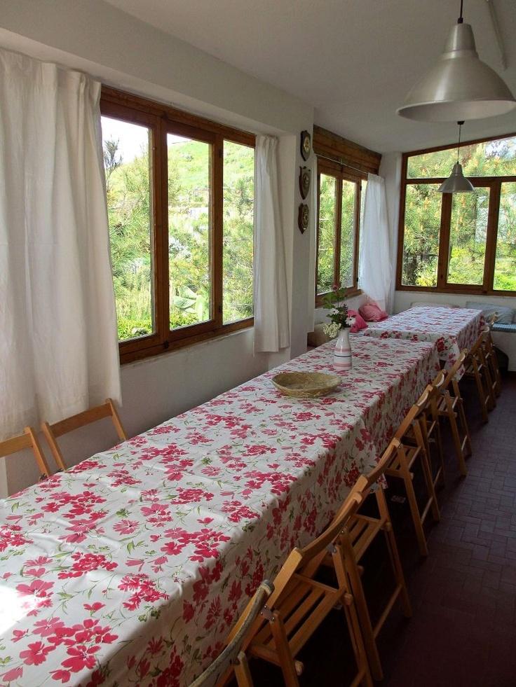 L'ampia sala per consumare tutti assieme i pasti in Foresteria.
