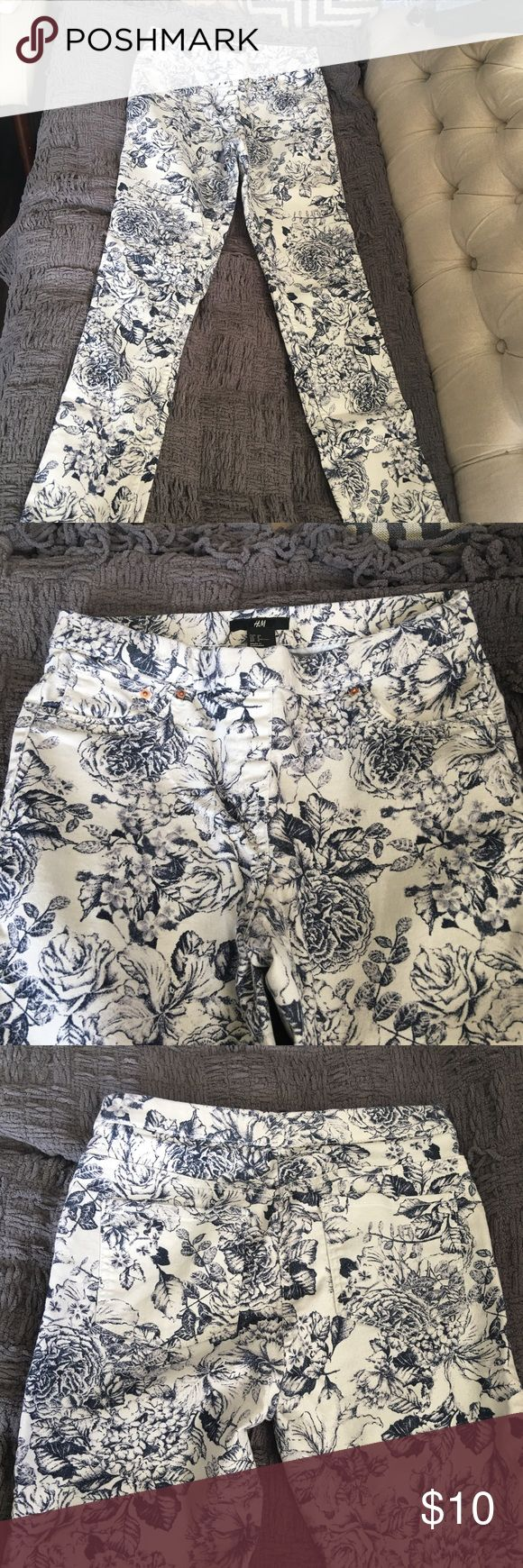 Floral skinny high waisted jegging Seamless high waist jegging. Flirty floral print in indigo blue. No zippers or buttons!! Super comfy and stylish. H&M Jeans Skinny