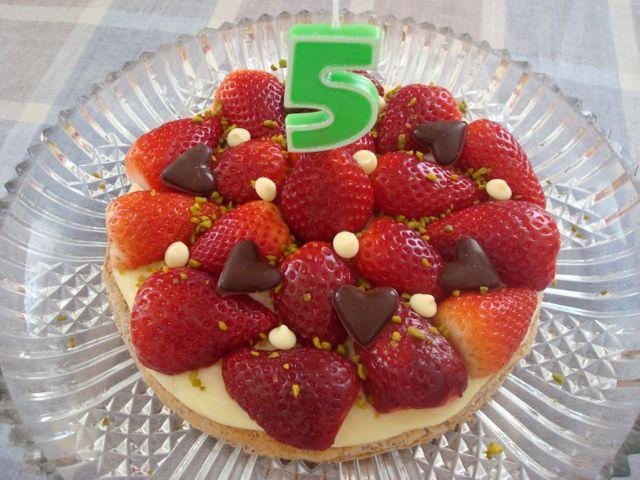 Strawberry and Chocolate Hearts Cake | Jahodový dort s čokoládovými srdíčky - www.vune-vanilky.cz