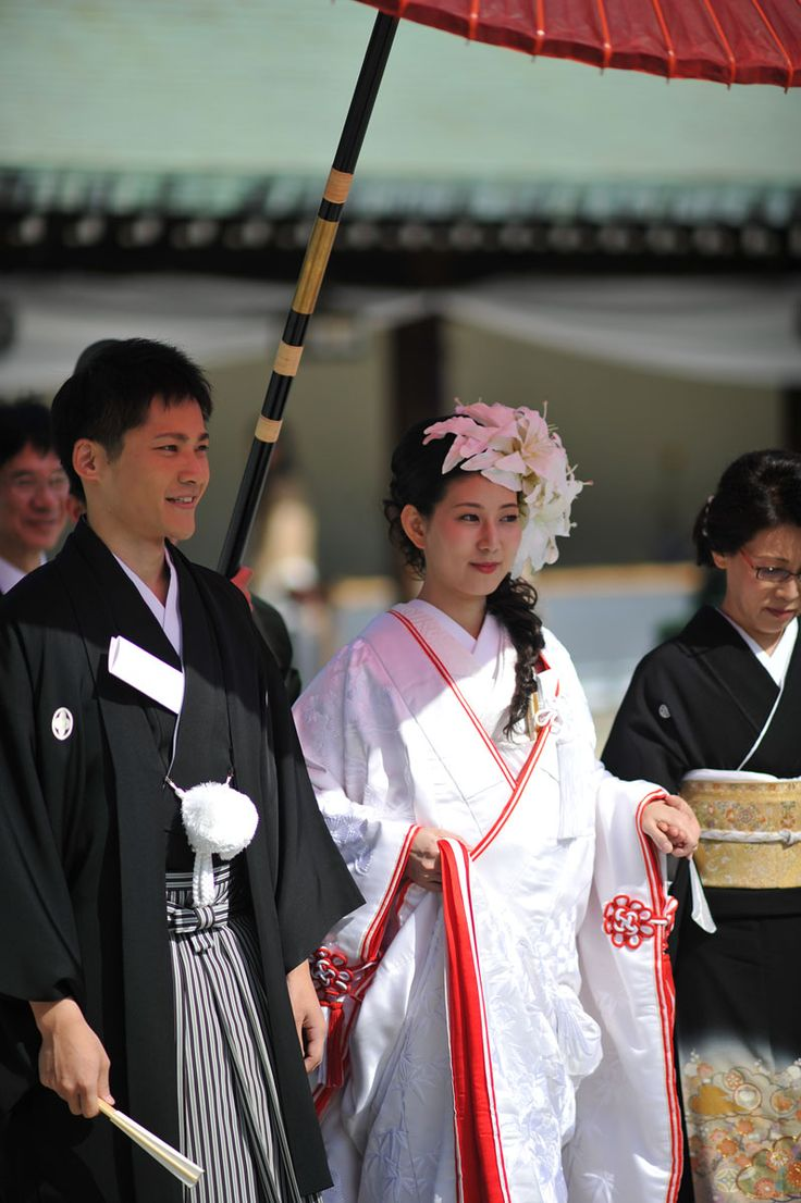 traditional japanese weddings Sake-sharing ceremony the traditional japanese ceremony is a shinto ceremony, though many japanese in america celebrate weddings with a buddhist ceremony.