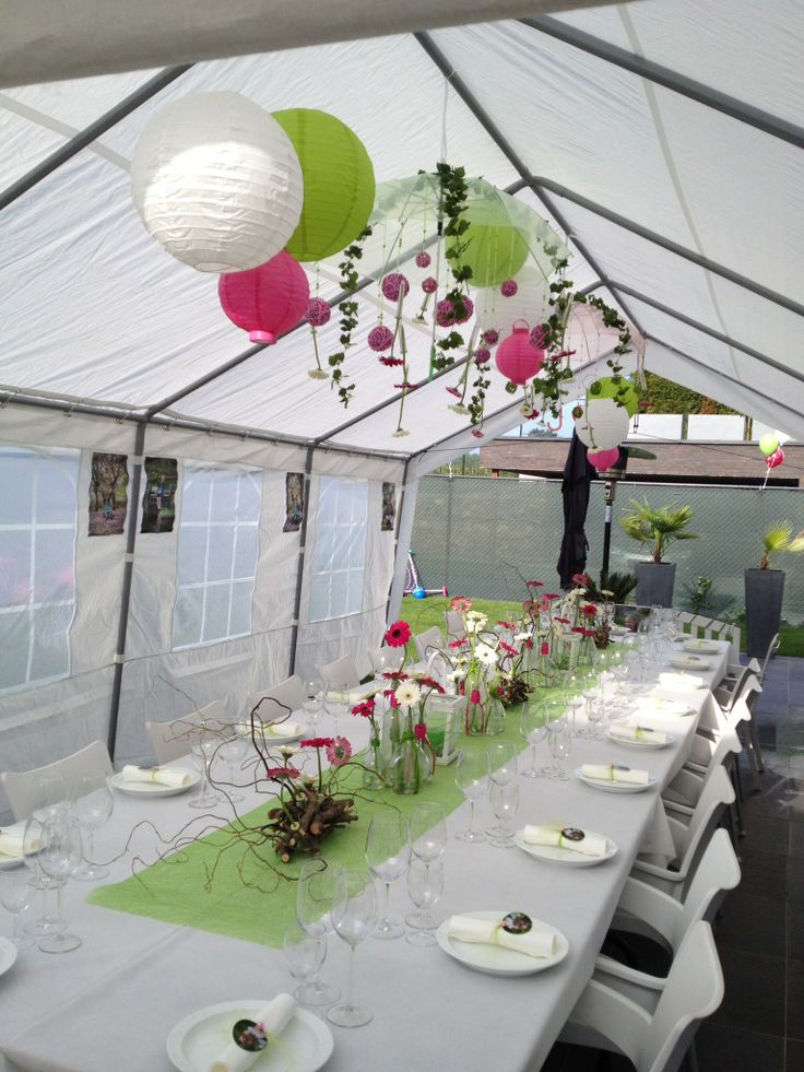 Communie outdoor decorations tent gerbera flessen sunflowers, zonnenbloem, branches  party tent color butterfly's, centerpiece blue yellow geel blauw childeren kids lentefeest