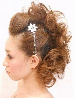 マーメイドアップ ウェディングドレス・カラードレスに合う〜ポンパドールの花嫁衣装の髪型一覧〜