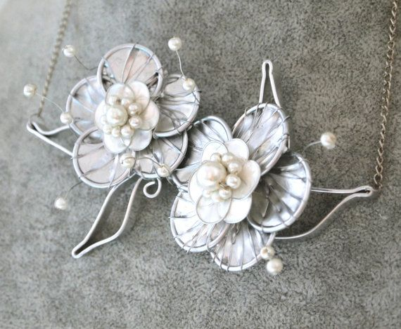 Silver metallic 3D wire buttercup bib necklace embellished with faux pearls