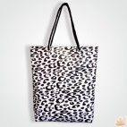 Borsa #leopardata per uno stile grintoso!! Puoi acquistarla online: http://www.gruppoantagora.it/index.php?id_product=217&controller=product #aggressivestyle #borsapvc #stampa #animalier #madeinitaly #blackandwhite