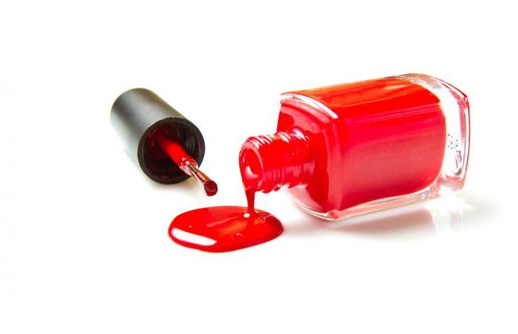 Récupérer une tache de vernis à ongles