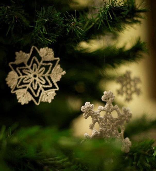 Estrellas y copos de nieve hechos a crochet