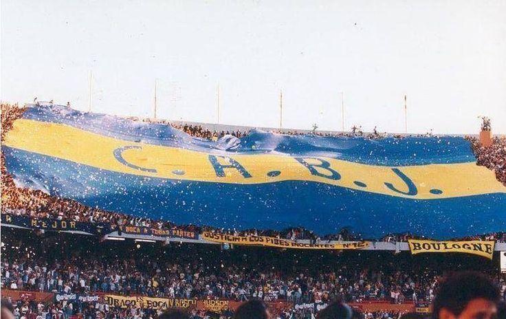 la hinchada de Boca Juniors, la que llena las canchas la más grande del mundo...