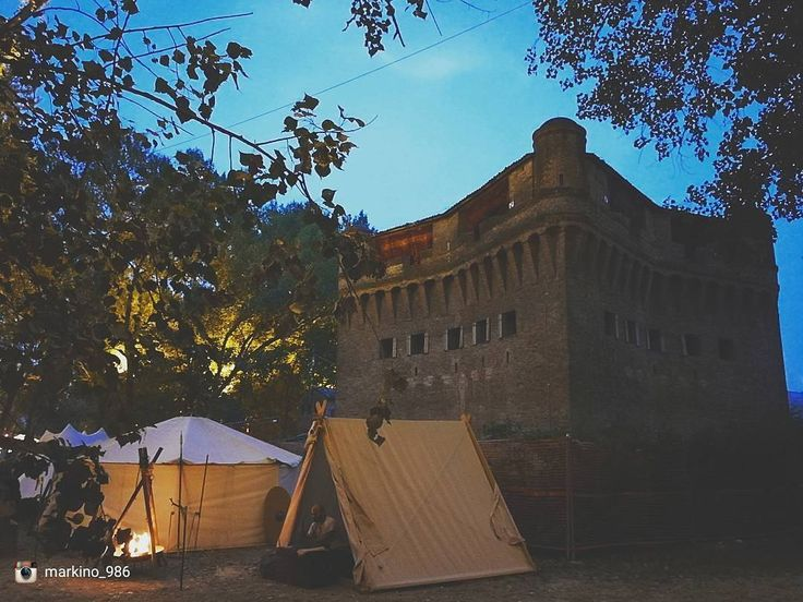 Oggi repostiamo: @markino_986 - Selezionatore: @j_drake_b - Admin: @skynet70 - hashtag #igersferrara Luogo: Rocca di Stellata - (Bundan 2017) ______ #igersferrara #igersemiliaromagna #igersitalia #turismoer #myferrara #visitferrara #ferrara #turismoferrara #comunediferrara #provinciaferrara #roccadistellata #stellatadibondeno #bondeno #bundancelticfestival