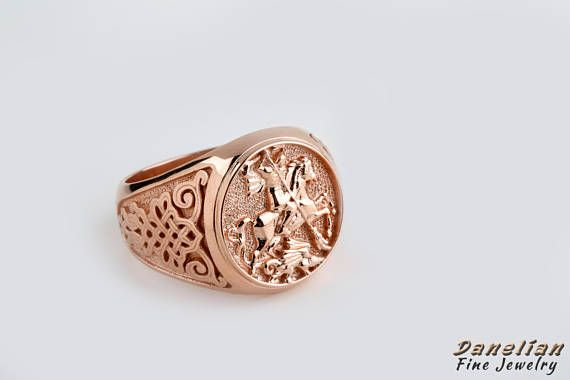 A #sovereign man will own his most precious fantasy! A custom made jewelry piece created only for you! #men2018 #trend2018  #familycrest #signetring #pinky #coatofarms #sovereign #custommade #etsyfinds #goldring #rosegold #medieval #customjewelry #goldsmith #etsyjewelry #manring