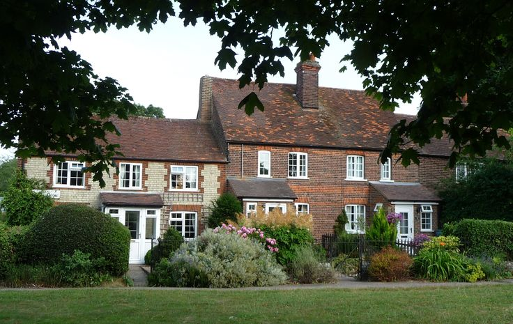 Very pretty cottages in Leverstock Green.