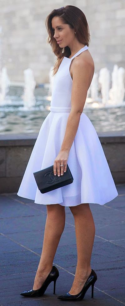 White and Black Classic Chic Outfits - Friend In F...