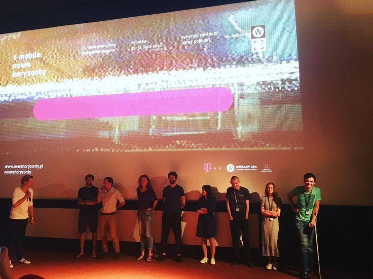 Ależ nasi młodzi filmowcy są zdolni! Oglądaliśmy na @mff_nowehoryzonty filmy z konkursu krótkich metraży, a teraz jesteśmy na spotkaniu z twórcami. #nowehoryzonty #film #festival #mffnowehoryzonty #tmobile #tmobilepl #shortfilms