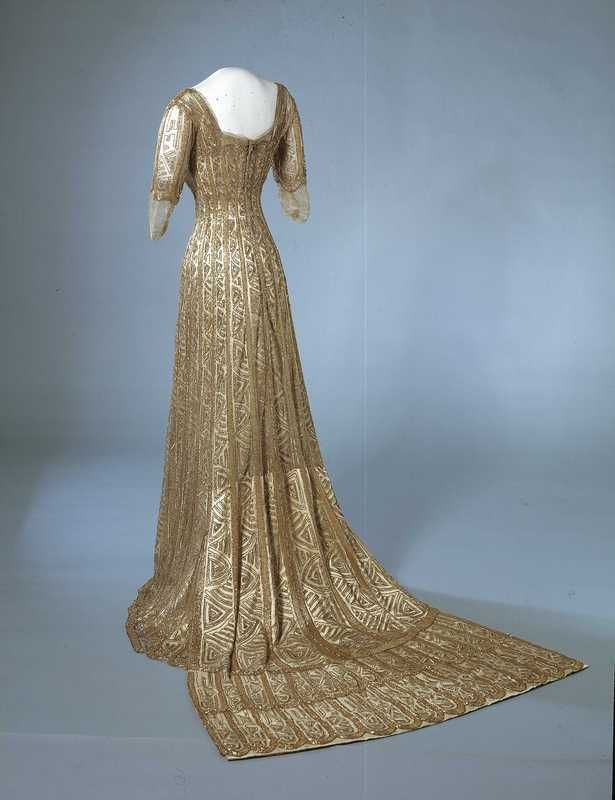 Queen Maud of Norway's gala dress, between 1907 and 1909, at the National Museum of Art, Architecture and Design