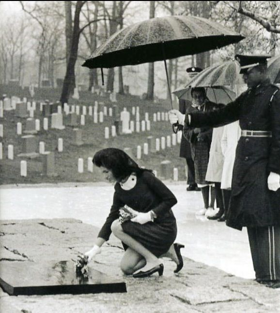 Jackie Kennedy laying flowers at the Eternal Flame on March 16, 1967, in Arlington National Cemetery.