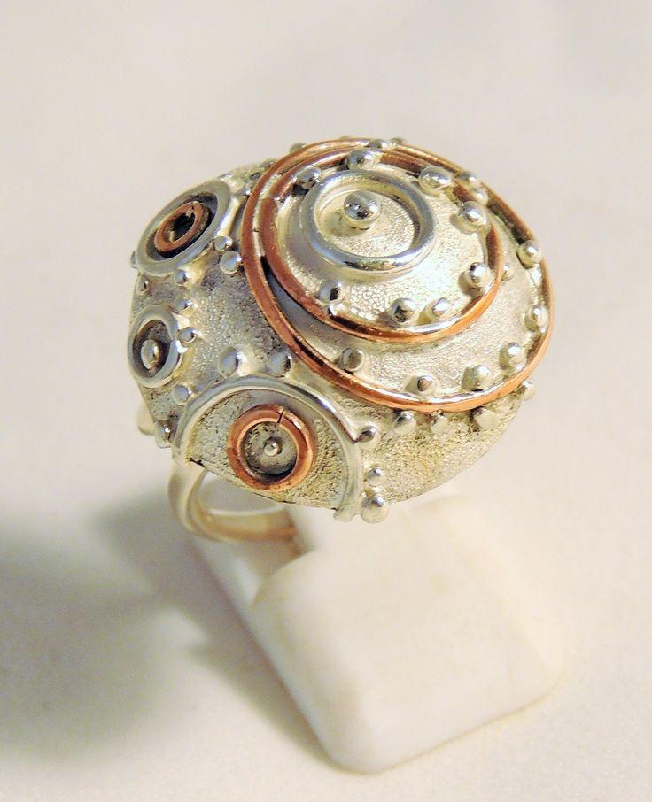 Anillo ajustable de plata 925 y cobre, pieza única.