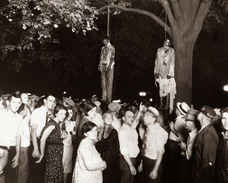 Dituduh rogol wanita kulit putih: Gambar sejarah pembunuhan kejam Thomas Shipp & Abram Smith pada 1930-an   FOTO yang dirakam oleh seorang jurugambar profesional sekitar tahun 1930-an di Amerika Syarikat (AS) menggambarkan betapa kejam dan ganasnya isu perkauman yang melanda negara berkenaan ketika era itu.  Dituduh rogol wanita kulit putih: Gambar sejarah pembunuhan kejam Thomas Shipp & Abram Smith pada 1930-an  Thomas Shipp 18 dan Abram Smith 19 telah digantung dikhalayak ramai pada 7 Ogos…