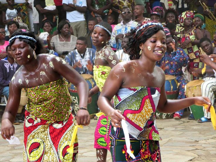 Girls perform the traditional Ewa bobobo dance at the Hotel Campement de Kloto in the Forêt de Missahohe at Kouma-Konda village near Kpalime, Togo.