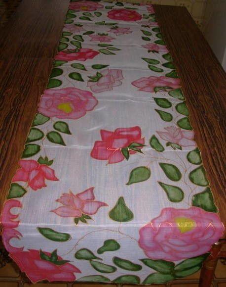 Caminhos de mesa em voil, técnica usada pintura em seda, com recortes. <br> <br>Se preferir outras cores ou motivos é só entrar em contato.