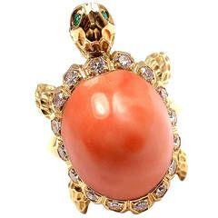 Van Cleef & Arpels Coral Emerald Diamond Turtle Yellow Gold Ring