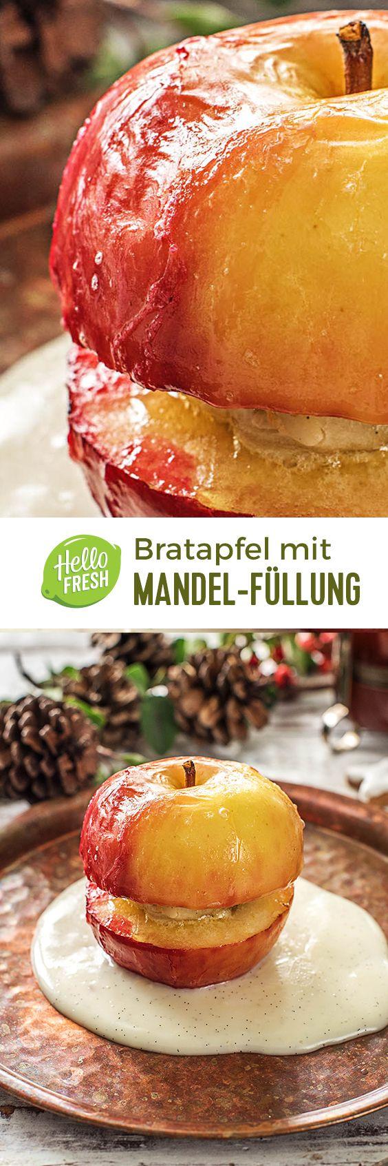 Köstlicher Bratapfel mit Marzipan-Mandel-Füllung und selbst gemachter Vanillesoße.