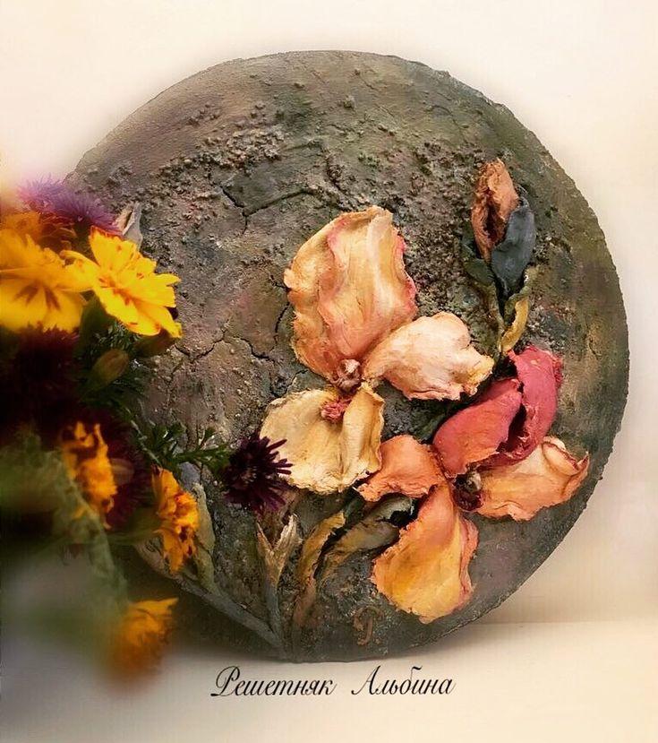 Хорошего Вам вечера Ирисы выполнены в технике скульптурная живопись из материала- декоративная штукатурка ♥️ Основа -фанера , для фона использовала шпатлевку, грунты, песок и акриловые  краски  #скульптурнаяживопись#декоративнаяштукатурка#панно#ирисы#картинаназаказ#картинысвоимируками#ручнаяработа#handmade#sculpture#painting#объемнаяживопись#краснодар#краснодарскийкрай#краснодарсегодня#krasnodar#krasnodarkrai#мкскульптурнаяживопись#мастеркласскраснодар#мастерклассы#ставрополь#махачкал...