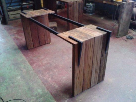 Base para mesa de jantar em madeira de demolição e aço pintado
