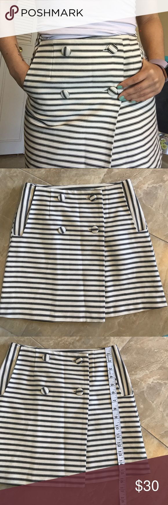 Topshop Skirt • Size: 4 Topshop skirt with cute buttons and pockets! Size 4 Topshop Skirts Mini