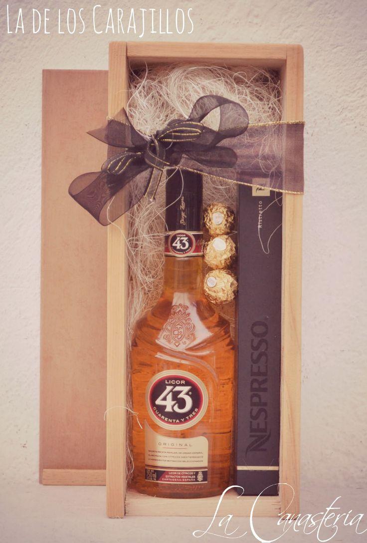 La de los Carajilloses uno de nuestros arreglos de licor F A V O R I T O S con el set perfecto para la mejor sobremesa con el delicioso Licor del 43, Nespresso Sleeve de Ristretto y tres Ferrero …