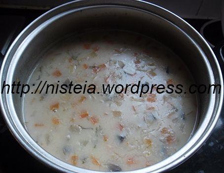 Συνταγή-φωτογραφία: Μαρία Ένα εύκολο, γρήγορο, όχι ιδιαίτερα παχυντικό και πολύ νόστιμο και χορταστικό αλάδωτο πιάτο, ό,τι πρέπει για τις ημέρες που κάνει κρύο! Υλικά 1 ποτήρι κατεψυγμένα ψιλοκομμέ…