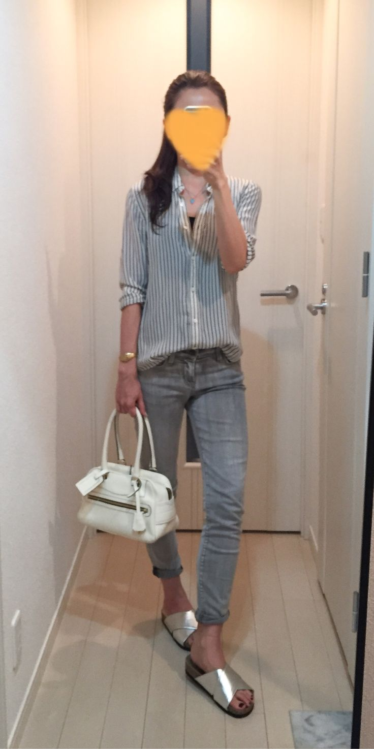 Shirt: Tomorrowland, Skinny: J.BRAND, Bag: J&M DAVIDSON, Sandals: titivate