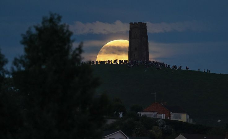 the moon rises over glastonbury tor | Strawberry Moon Rises Over Glastonbury Tor - Zimbio