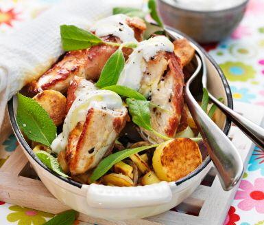 Kyckling med rostade grönsaker och vitlöksyoghurt