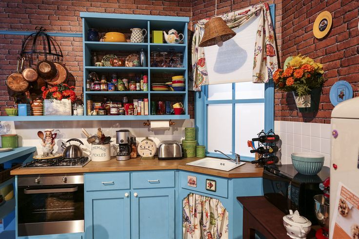 """We nosed around Monica's kitchen.   21 Things That Happened When We Visited The Set Of """"Friends"""""""