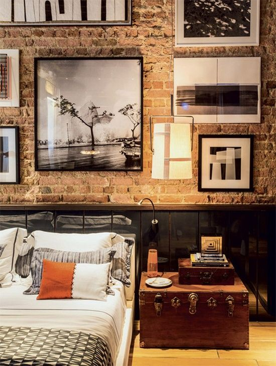 Exposed brick - Low bed - Gallery wall - Trunk as a bedside table