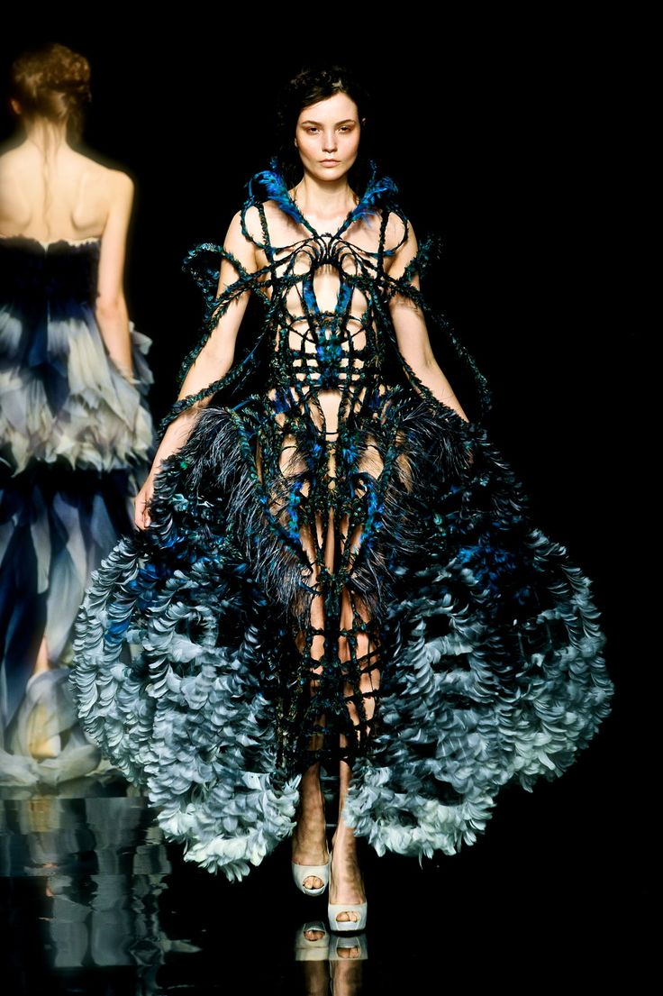 76 best Avant Garde/Haute Couture images on Pinterest | Couture ...