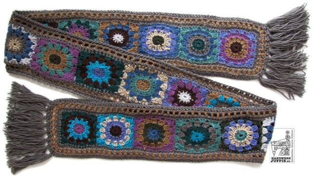 Crochet pattern AUTUMN granny shawl. By Handwerkjuffie.