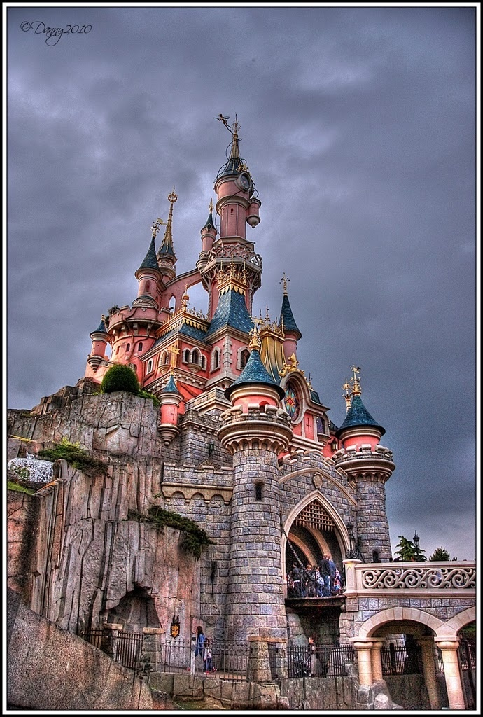 17 best images about murals on pinterest trees wall for Disney castle mural