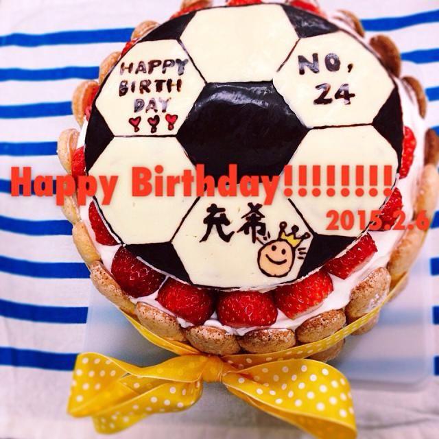 サッカー好きの人へ。 ケーキはシンプルにイチゴ。 - 69件のもぐもぐ - バースデーケーキ⚽️⚽️⚽️ by yunoa