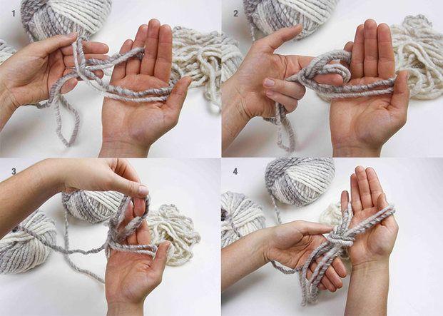 クリスマスプレゼントに、ふわっふわの手編みのマフラーはいかがですか?アームニッティングなら、準備するのは腕とお好きな毛糸だけ。あっという間に編めるので、初心者さんにもオススメです!