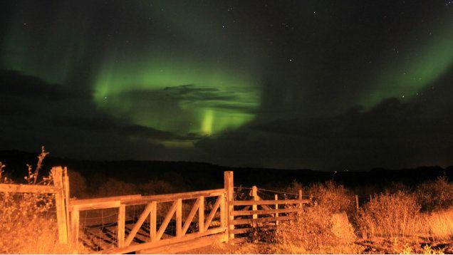 """""""Miłośnicy fotografii marzą o uwiecznieniu tego zjawiska"""". Zorza polarna na Islandii. http://tvnmeteo.tvn24.pl/informacje-pogoda/ciekawostki,49/milosnicy-fotografii-marza-o-uwiecznieniu-tego-zjawiska-zorza-polarna-na-islandii,158707,1,0.html"""